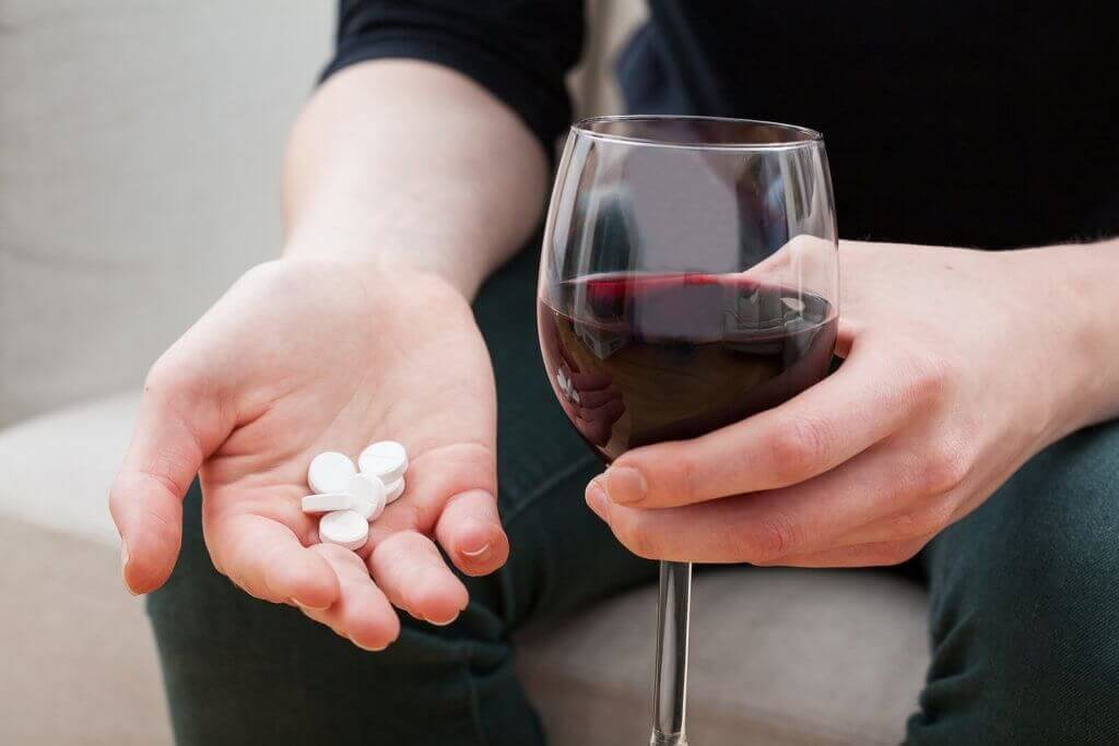 5e37a5888 Drinking and Drugs: A Dangerous Combination - Alcohol Rehab Guide
